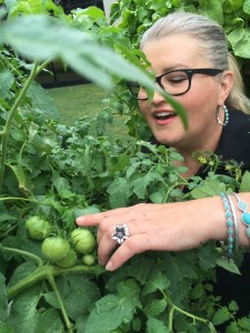 Farmer Jody and Green Tomatoes - Dallas Urban Farms